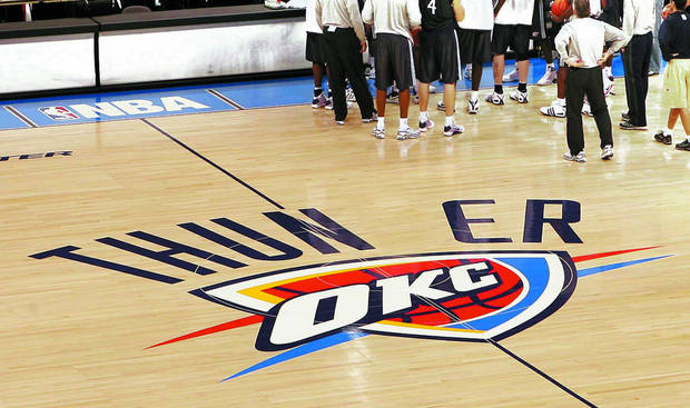 OKLAHOMA CITY THUNDER BASKETBALL: The OKC Thunder close out a practice session on their new court at the Ford Center in Oklahoma City, OK, Tuesday, Oct. 28, 2008. BY PAUL HELLSTERN, THE OKLAHOMAN ORG XMIT: KOD