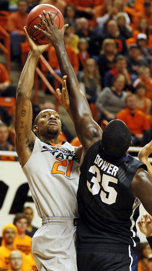 Oklahoma State's Kamari Murphy (21) shoots against Gonzaga's Sam Dower (35) during a men's college basketball game between Oklahoma State University (OSU) and Gonzaga at Gallagher-Iba Arena in Stillwater, Okla., Monday, Dec. 31, 2012. Photo by Nate Billings, The Oklahoman