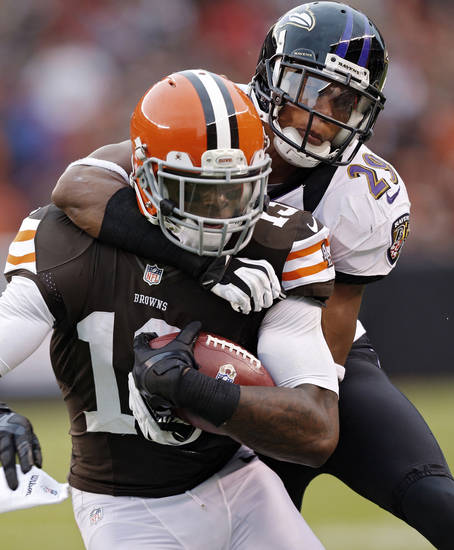 Cleveland Browns wide receiver Josh Gordon, left, is tackled by Baltimore Ravens cornerback Cary Williams (29) in the fourth quarter of an NFL football game in Cleveland, Sunday, Nov. 4, 2012. (AP Photo/Rick Osentoski)