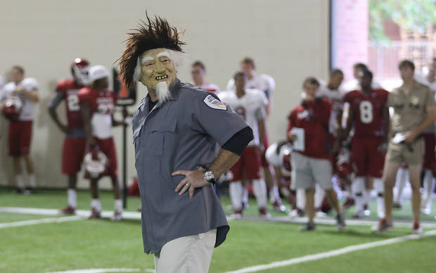 Yep, that's Bob Stoops. Anyone know what/who he's supposed to be? Nah, we don't either. It's a good look for him, though.