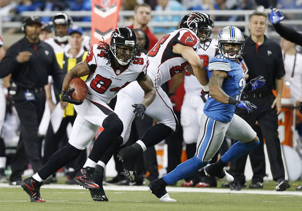 Atlanta Falcons wide receiver Roddy White (84) breaks away from the Detroit Lions defense for a 39-yard touchdown during the second quarter of an NFL football game at Ford Field in Detroit, Saturday, Dec. 22, 2012. (AP Photo/Rick Osentoski)