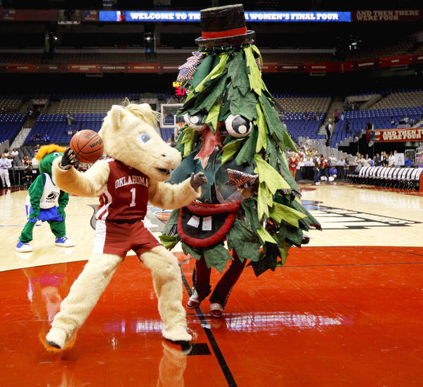 The rivalry even extends to the OU and Stanford mascots, who engaged in a friendly game of one-on-one on Saturday in San Antonio.  Photo by Bryan Terry, The Oklahoman