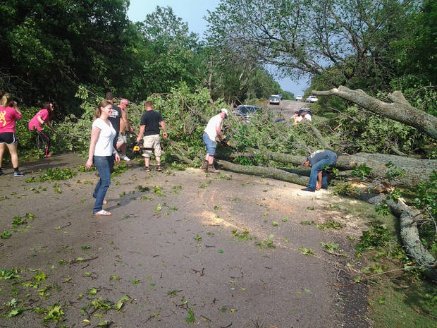 Residents clear Old Farm Road in east Edmond. Photo by Nolan Clay