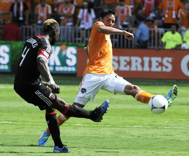   Houston Dynamo&#039;s Brian Ching, right, tries to get the ball past D.C. United&#039;s Brandon McDonald (4) in the first half of an MLS soccer match, Saturday, May 12, 2012, in Houston. (AP Photo/Pat Sullivan)  