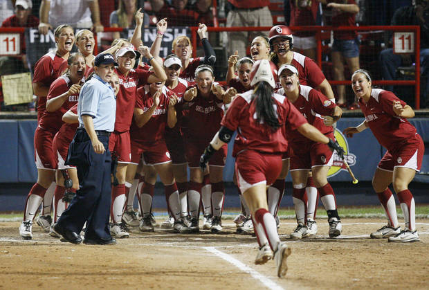 Oklahoma's Lauren Chamberlain (44) runs home to meet her teammates after hitting a two-run home run in the third inning during Game 3 of the Women's College World Series softball championship between OU and Alabama at ASA Hall of Fame Stadium in Oklahoma City, Wednesday, June 6, 2012.  Photo by Nate Billings, The Oklahoman