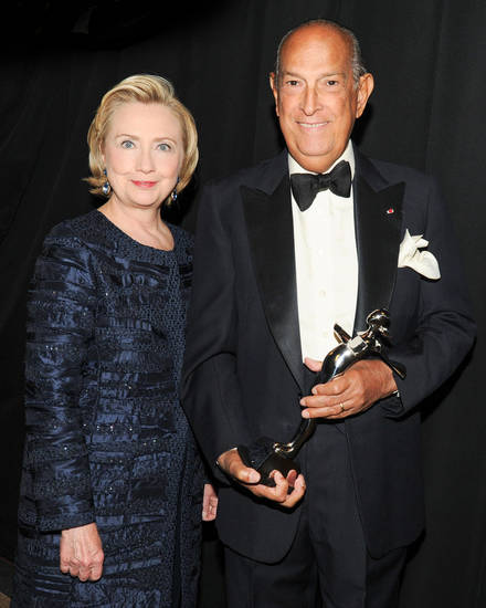 Secretary Hillary Clinton with Oscar de la Renta at the 2013 CFDA Awards.  (PRNewsFoto/Council of Fashion Designers of America, Inc. (CFDA), NEIL RASMUS/BFAnyc.com)