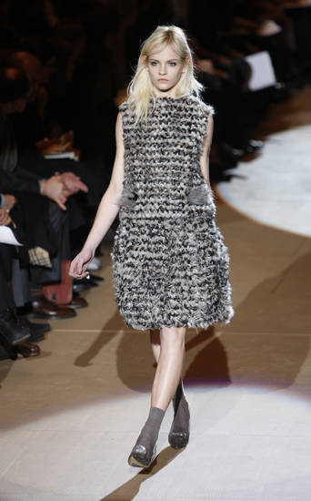 The Marc Jacobs fall 2010 collection is modeled, Monday, Feb. 15, 2010, during Fashion Week in New York. (AP Photo/Seth Wenig) ORG XMIT: NYSW129