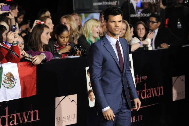"Taylor Lautner arrives at the world premiere of ""The Twilight Saga: Breaking Dawn - Part 1"" on Monday, Nov. 14, 2011, in Los Angeles. (AP Photo/Chris Pizzello) ORG XMIT: CASH181"
