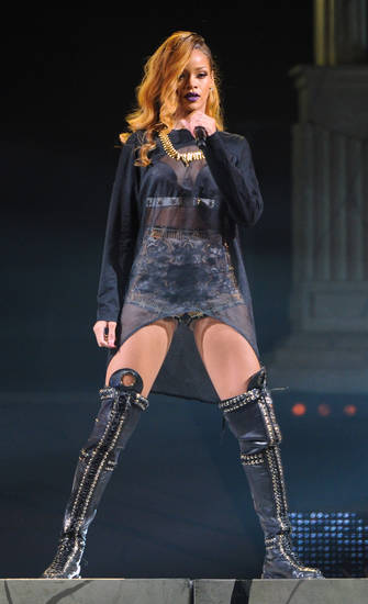 Singer Rihanna performs at the Barclays Center on Tuesday, May 7, 2013 in New York. (Photo by Evan Agostini/Invision/AP) ORG XMIT: NYEA102