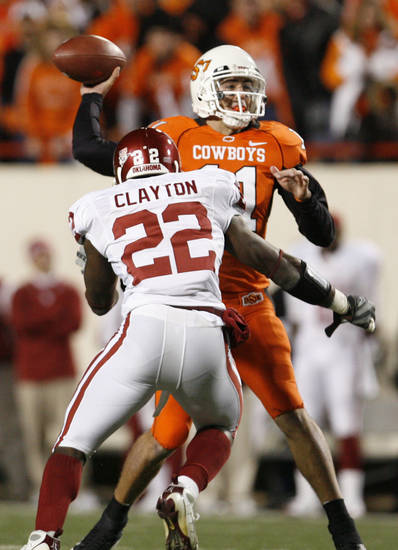 OSU quarterback Zac Robinson gets rushed by Keenan Clayton of Oklahoma during the first half of the college football game between the University of Oklahoma Sooners (OU) and Oklahoma State University Cowboys (OSU) at Boone Pickens Stadium on Saturday, Nov. 29, 2008, in Stillwater, Okla. STAFF PHOTO BY NATE BILLINGS