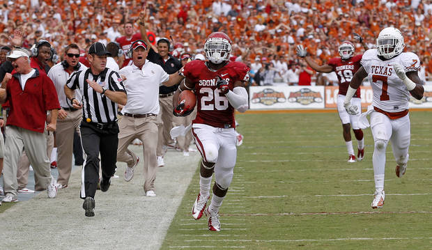 OU&#039;s Damien Williams (26) runs for a touchdown beside UT&#039;s Demarco Cobbs (7) during the Red River Rivalry college football game between the University of Oklahoma (OU) and the University of Texas (UT) at the Cotton Bowl in Dallas, Saturday, Oct. 13, 2012. Photo by Bryan Terry, The Oklahoman