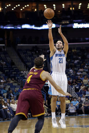 New Orleans Hornets guard Greivis Vasquez (21) shoots over Cleveland Cavaliers forward Luke Walton (4) in the second half of an NBA basketball game in New Orleans, Sunday, March 31, 2013. The Hornets won 112-92. (AP Photo/Gerald Herbert)