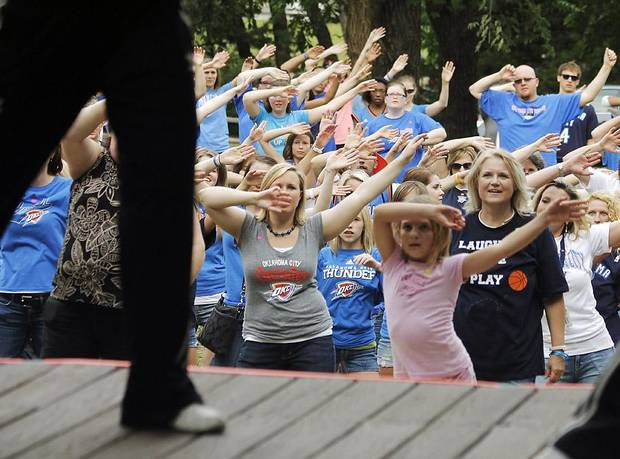 The crowd practices the dance steps during a Thunder mob dance to send to Ellen DeGeneres at Hafer Park in Edmond Wednesday, May 18, 2011. Photo by Doug Hoke, The Oklahoman. ORG XMIT: KOD