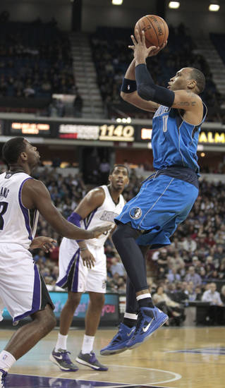 Dallas Mavericks forward Shawn Marion, right, shoots over Sacramento Kings guard Tyreke Evans, left, during the first quarter of an NBA basketball game in Sacramento, Calif., Thursday, Jan. 10, 2013. (AP Photo/Rich Pedroncelli