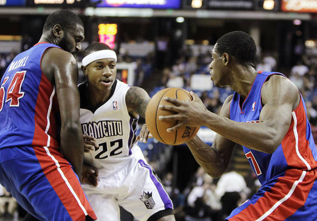 Sacramento Kings guard Isaiah Thomas (22) fights through a pick set by Detroit Pistons forward Jason Maxiell, left, as he guards Pistons guard Brandon Knight during the first half of an NBA basketball game in Sacramento, Calif., Wednesday, Nov. 7, 2012. (AP Photo/Rich Pedroncelli)