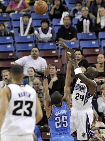 Sacramento Kings' Bobby Jackson (24) shoots over Oklahoma City  Thunders' Earl Watson (25) in overtime during an NBA basketball game in Sacramento, Calif., Sunday, Feb. 1, 2009. (AP Photo/Thearon W. Henderson)