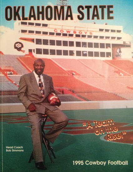 The 1995 Oklahoma State football media guide.