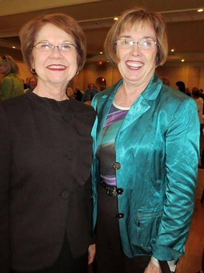 Sue Goodman and Bette MacKellar were at the event. (Photo by Helen Ford Wallace).