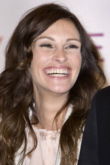 U.S. actress Julia Roberts arrives for the Gala premiere of 'Eat Prey Love' at a central London cinema, Wednesday, Sept. 22, 2010. (AP Photo/Joel Ryan) ORG XMIT: LENT102