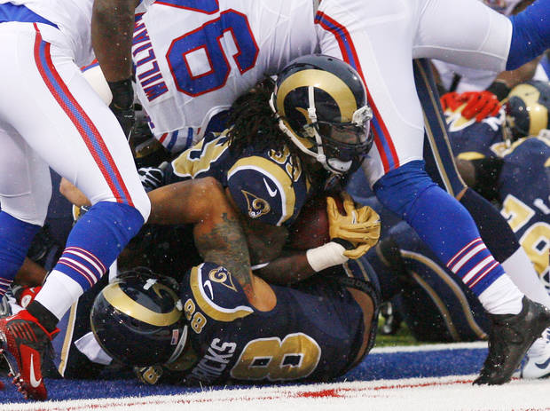 St. Louis Rams' Steven Jackson, center, scores a touchdown during the second half of an NFL football game against the Buffalo Bills, Sunday, Dec. 9, 2012, in Orchard Park, N.Y. (AP Photo/Bill Wippert)