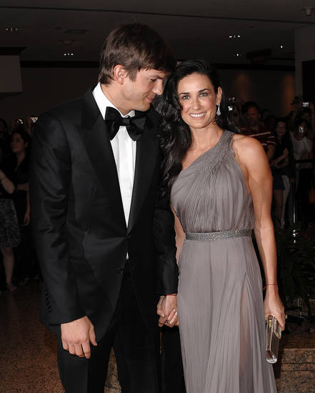 Actor Ashton Kutcher and actress Demi Moore, right, attend the 2009 White House Correspondent's Dinner at the Washington Hilton, Saturday, May 9, 2009, in Washington. (AP Photo/Evan Agostini) ORG XMIT: DCEA121