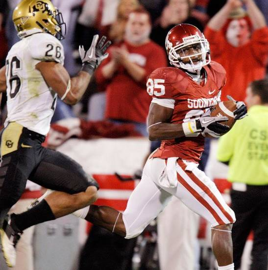 OU's Ryan Broyles (85) takes a catch in for a touchdown past Ray Polk (26) of Colorado in the third quarter during the college football game between the University of Oklahoma Sooners and the University of Colorado Buffaloes at Gaylord Family-Oklahoma Memorial Stadium in Norman, Okla., Saturday, October 30, 2010. Photo by Nate Billings, The Oklahoman