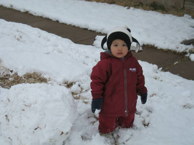 Brayden`s First Day in the Snow!<br/><b>Community Photo By:</b> Alexandria Tharp<br/><b>Submitted By:</b> Alexandria, Midwest City