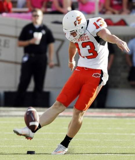 K/P Quinn Sharp got the chance to show off both legs against Arizona.