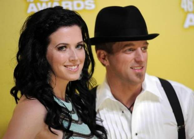 Shawna and Keifer Thompson arrive at the CMA Awards. (AP photos)