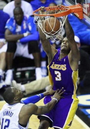 Los Angeles Lakers&#039;  Trevor  Ariza (3) dunks against the Orlando Magic in the fourth quarter of Game 5 of the NBA basketball finals Sunday, June 14, 2009, in Orlando, Fla. (AP Photo/John Bazemore)