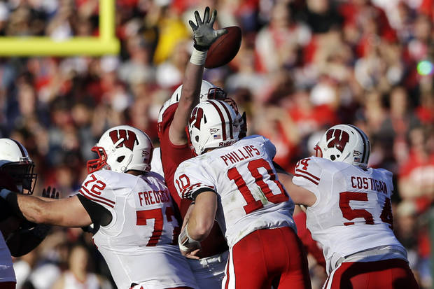 Stanford defensive end Henry Anderson, rear, blocks a pass by Wisconsin quarterback Curt Phillips (10) during the first half of the Rose Bowl NCAA college football game, Tuesday, Jan. 1, 2013, in Pasadena, Calif. (AP Photo/Lenny Ignelzi)