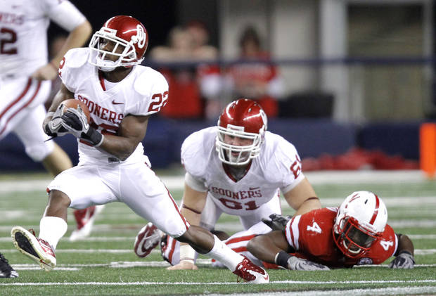 Oklahoma's Roy Finch (22) takes the ball up field during the Big 12 football championship game between the University of Oklahoma Sooners (OU) and the University of Nebraska Cornhuskers (NU) at Cowboys Stadium on Saturday, Dec. 4, 2010, in Arlington, Texas.  Photo by Chris Landsberger, The Oklahoman
