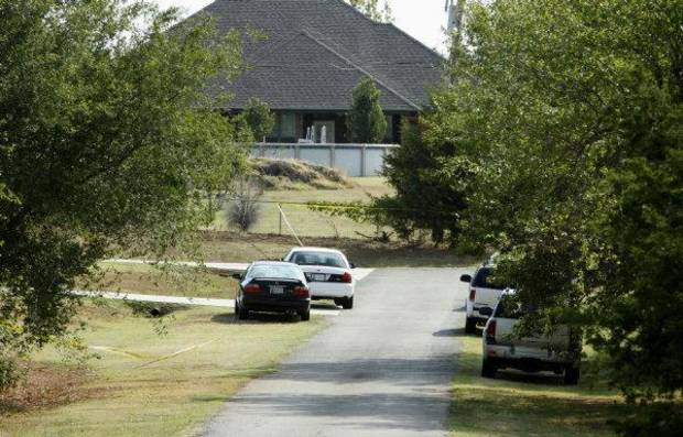 MURDER / SHOOTING DEATH: Investigators vehicles are parked on Rose Hill Drive on Wednesday, September 21, 2011, in Mustang, Okla. at the scene of the Tuesday night murder of Nichols Hills Fire Chief Keith Bryan  Photo by Steve Sisney, The Oklahoman ORG XMIT: KOD