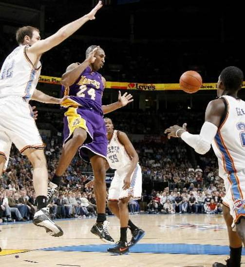 Kobe Bryant of the Lakers passes the ball between Oklahoma City&#039;s Nenad Krstic, left, Kevin  Durant and Jeff  Green during the NBA basketball game between the Los Angeles Lakers and the Oklahoma City Thunder at the Ford Center, Tuesday, Feb. 24, 2009. The Thunder lost 107-93. PHOTO BY BRYAN TERRY