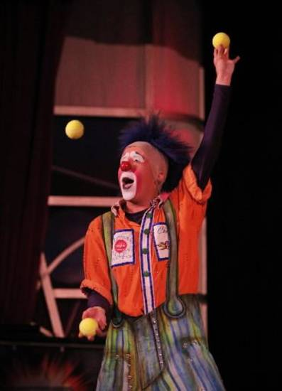 Chris Sullivan juggles tennis balls during a Science Live show at the Science Museum of Oklahoma, Wednesday, June 27, 2012. Ringling Bros. clowns showed viewers the science behind circus performance. Photo by Garett Fisbeck, The Oklahoman