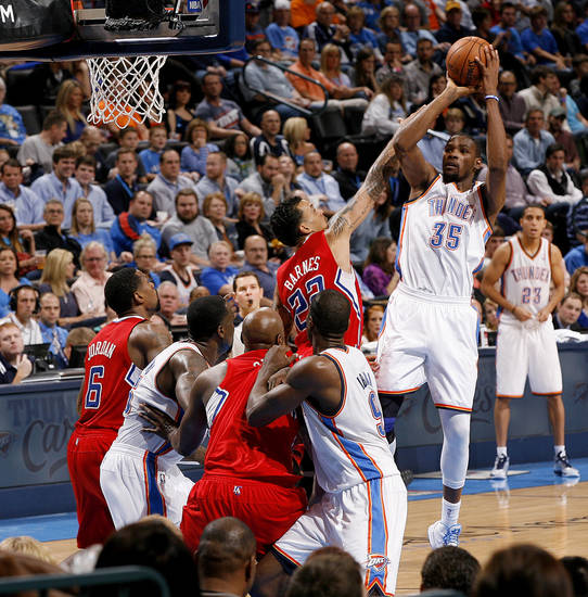 Oklahoma City's Kevin Durant (35) shoots the ball over Matt Barnes (22) during an NBA basketball game between the Oklahoma City Thunder and the Los Angeles Clippers at Chesapeake Energy Arena in Oklahoma City, Wednesday, Nov. 21, 2012. Photo by Bryan Terry, The Oklahoman