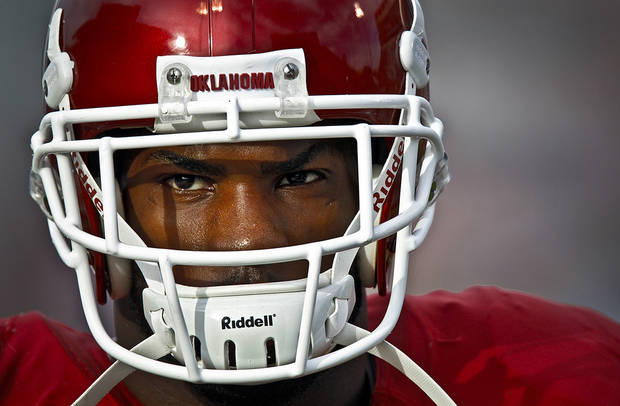 DeMarco Murray before the start of the college football game between the University of Oklahoma Sooners (OU) and the Iowa State Cyclones (ISU) at the Gaylord Family-Oklahoma Memorial Stadium on Saturday, Oct. 16, 2010, in Norman, Okla.  Photo by Chris Landsberger, The Oklahoman
