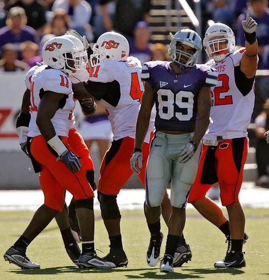 Kansas State's Aubrey Quarles (89) reacts as the Oklahoma State defense celebrates an interception during the second half of the college football game between the Oklahoma State University Cowboys (OSU) and the Kansas State University Wildcats (KSU) on Saturday, Oct. 30, 2010, in Manhattan, Kan.   Photo by Chris Landsberger, The Oklahoman