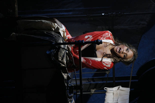 "Deborah Cox as Lucy in ""Jekyll & Hyde""   Photo by Chris Bennion <strong>Photo by Chris Bennion</strong>"