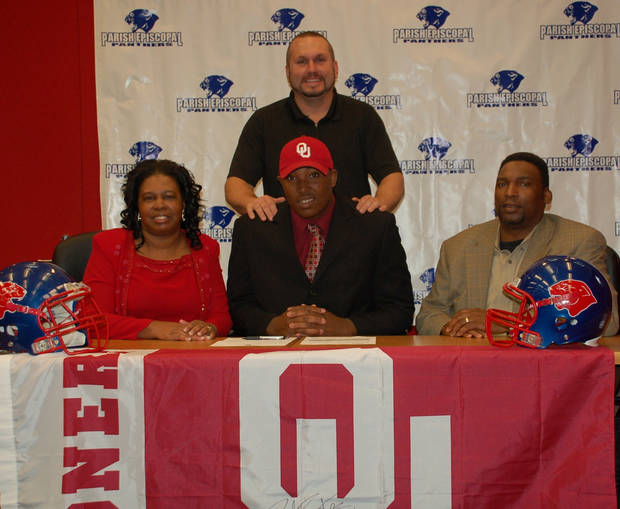 Eric Humphrey, a defensive tackle out of Dallas (Parish Episcopal), signed a letter of intent to play at the University of Oklahoma on Wednesday, Feb. 3. PHOTO PROVIDED