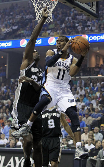 during the first half of Game 3 of a first-round NBA basketball series on Saturday, April 23, 2011, in Memphis, Tenn. (AP Photo/Mark Humphrey)