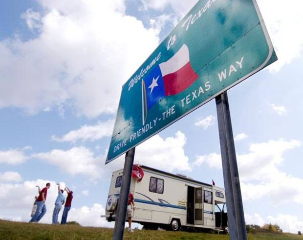 A group of OU fans stop at the Texas state line the day before the Oklahoma vs. Texas college football game, Friday, October 8, 2004. BY BRYAN TERRY, THE OKLAHOMAN