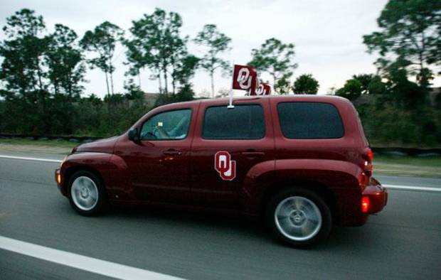 A car with OU fans drives along I-75 from Fort Myers to the Miami area. Photo by Bryan Terry, The Oklahoman