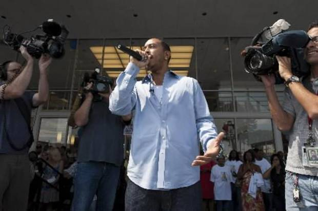 Hip hop star Ludacris speaks with fans prior to presenting contest winners with keys to their new cars (AP photo by Paul Abell