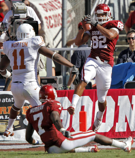 Oklahoma's James Hanna (82) catches a touchdown pass in first half of the Red River Rivalry college football game between the University of Oklahoma Sooners (OU) and the University of Texas Longhorns (UT) at the Cotton Bowl on Saturday, Oct. 2, 2010, in Dallas, Texas.   Photo by Chris Landsberger, The Oklahoman