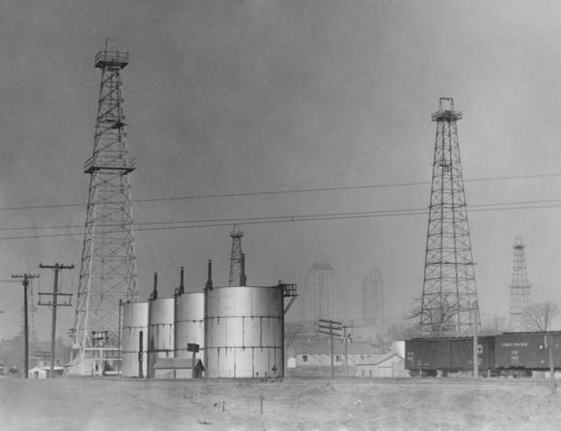 Dust storms in oil field date 2/15/1937.