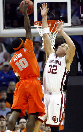 Oklahoma's Taylor Griffin (32) defends on Syracuse's Jonny Flynn (10) during the second half of the NCAA Men's Basketball Regional at the FedEx Forum on Friday, March 27, 2009, in Memphis, Tenn.