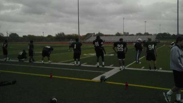 Edmond Santa Fe defensive end Michael Onuoha (81) takes a break from running sprints with teammates at practice on Monday.