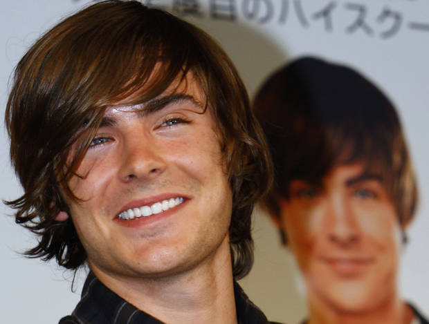 U.S. actor Zac Efron smiles during a press conference to promote his latest film &quot;17 Again&quot; in Tokyo, Japan, Thursday, May 14, 2009. The movie will hit screens in the country on May 16. (AP Photo/Shizuo Kambayashi) ORG XMIT: XKAN102