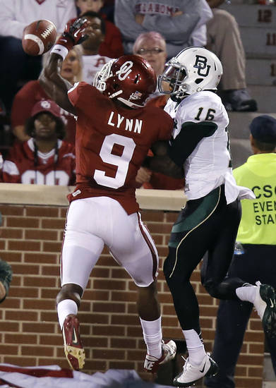 Oklahoma's Gabe Lynn (9) breaks up a pass for Baylor's Tevin Reese (16) during the college football game between the University of Oklahoma Sooners (OU) and Baylor University Bears (BU) at Gaylord Family - Oklahoma Memorial Stadium on Saturday, Nov. 10, 2012, in Norman, Okla.  Photo by Chris Landsberger, The Oklahoman